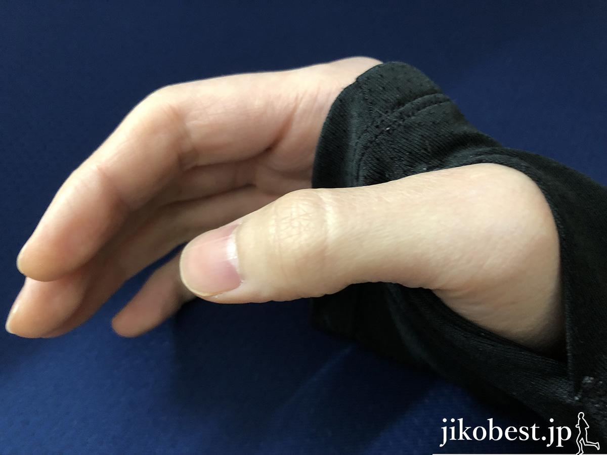 ロングTシャツの手の甲1